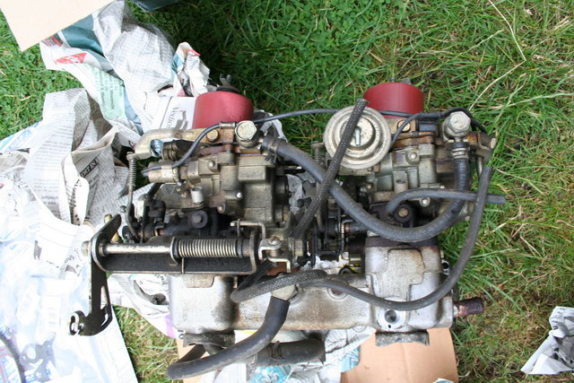 2T-B carburetor set from another side