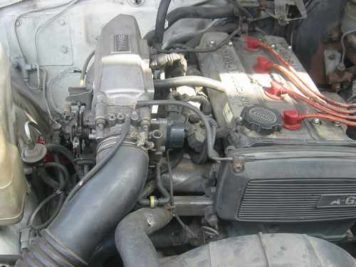 Toyota Carina GT-R AA63 for sale in Peru, engine is dirty