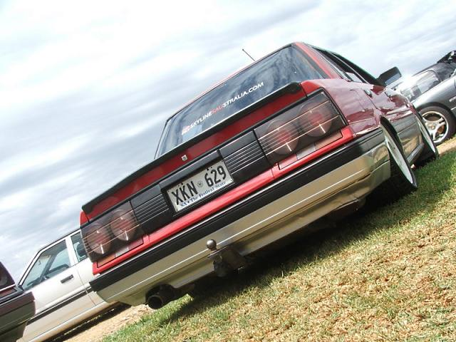 Round taillights on this beautifully lowered Nissan Skyline R31