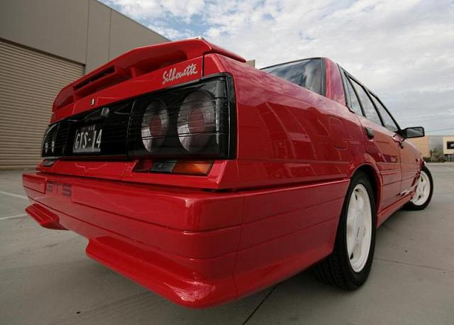 Round taillights on Nissan Skyline R31 GTS Silhouette