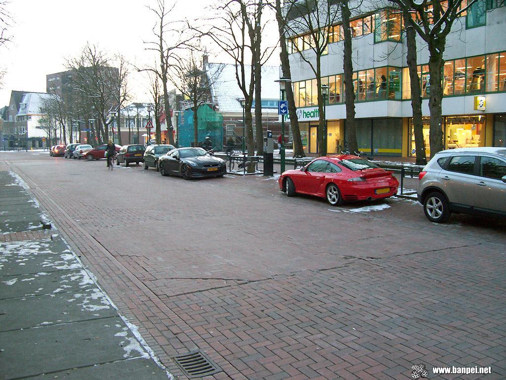 Nissan GTR R35 versus Porsche 911 Turbo