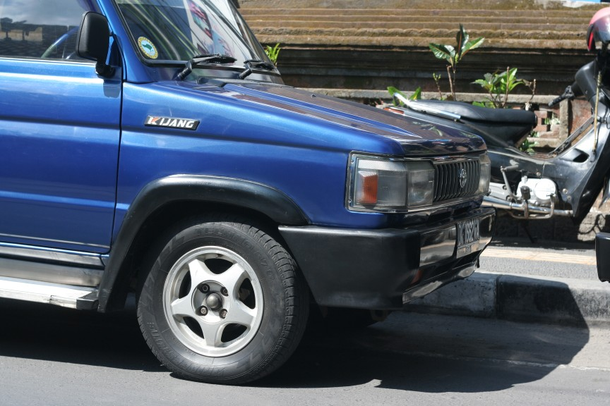Toyota Kijang KF42 with Crown S120 headlights