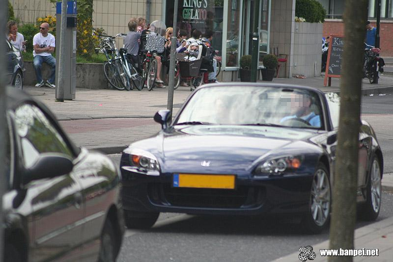 DOTS: 2006 dark blue Honda S2000
