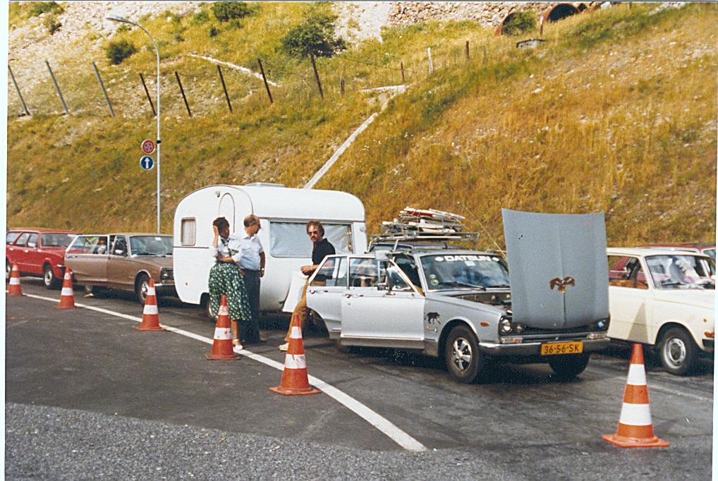 Nissan 2000GT towing a caravan