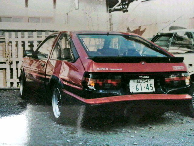 Wrecked: red panda Sprinter Trueno GT Apex AE86