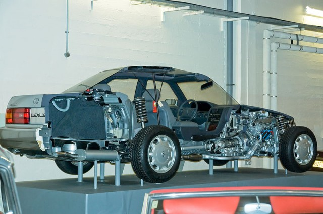 Picture of the Week: cutaway Lexus LS400