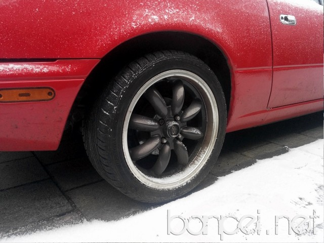 Down on the Street: Snowy Mazda MX-5 NA