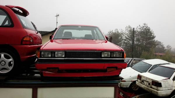 Very rusty Carina GT-R AA63 with a rustoseum AE86 pair