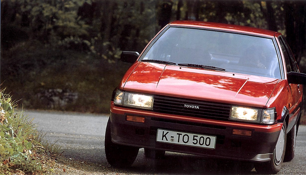 The German pre-facelift / zenki Toyota Corolla AE86 only got a front spoiler and mud flaps